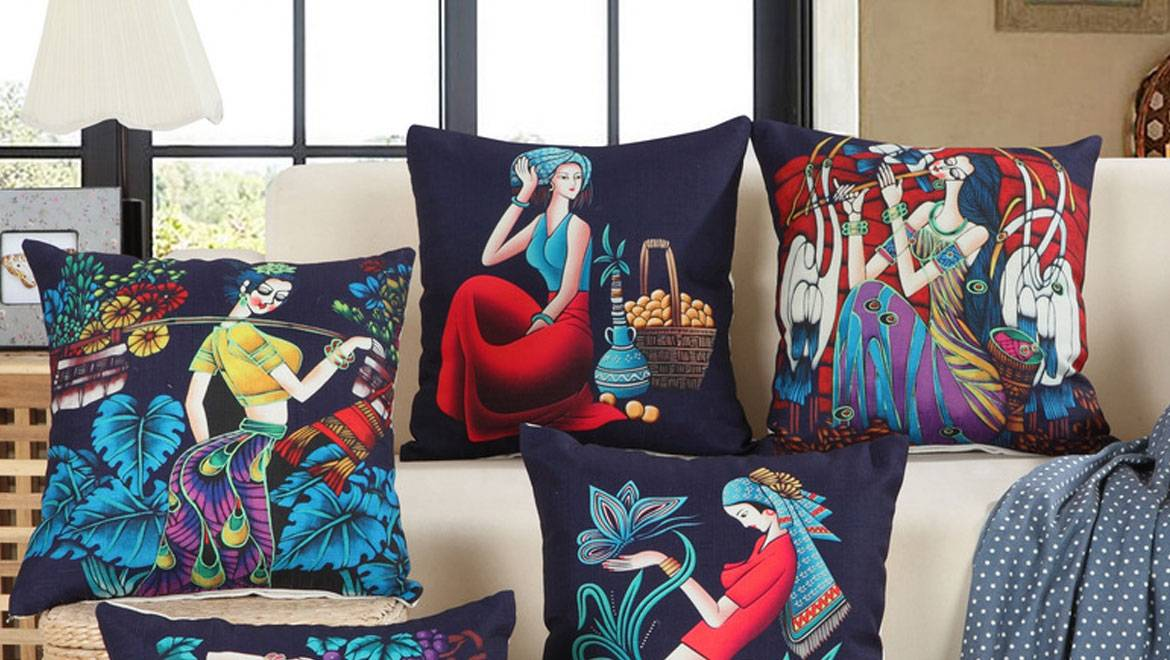 Printed Leather Sofa & Cushion in Jamnagar